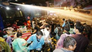 ปัญหา การเมืองไทย ในปัจจุบัน เป็นไปได้ไหม หันหน้ามาคุยกัน แทนการใช้ความรุนแรง
