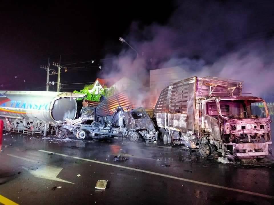 รถบรรทุกน้ำมันไฟไหม้ ในครั้งนี้ และสามารถควบคุมสถานการณ์ได้ไว ไม่ลุกลามจนกลายเป็นโศกนาฏกรรมครั้งใหญ่ที่อาจจะทำให้สูญเสียมากกว่านี้