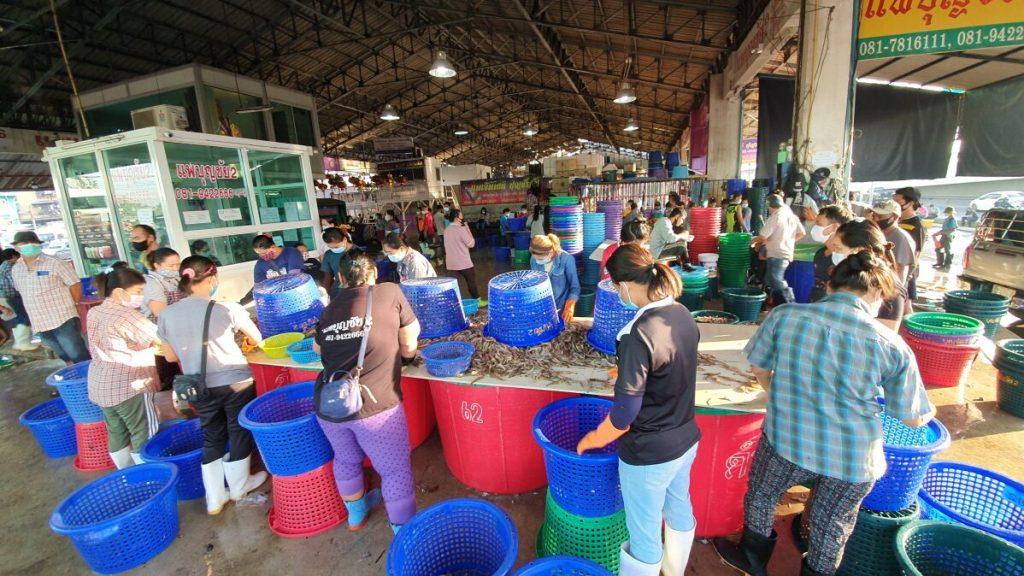 COVID 19 จากคนขายกุ้ง เดินสายขายตามตลาด พลอยทำให้ผู้อื่นติดไปด้วย