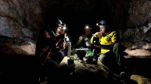 การ ทดลองกักตัว ในถ้ำ 40 วัน