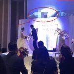 """บ่าวสาวจีน สุดขายหน้า หลังออร์แกไนเซอร์เปิด """"หนังโป๊"""" ขึ้นจอกลางงานแต่ง!"""